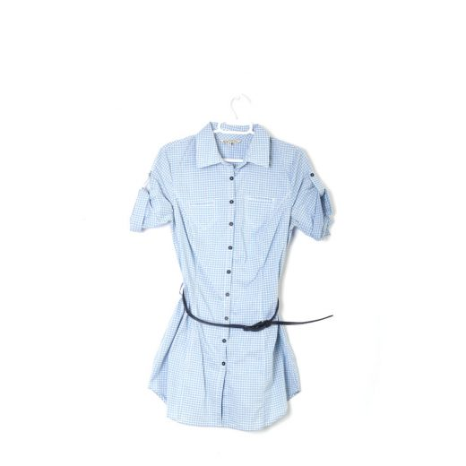 camisa azul manga corta cuadros cinturón negro