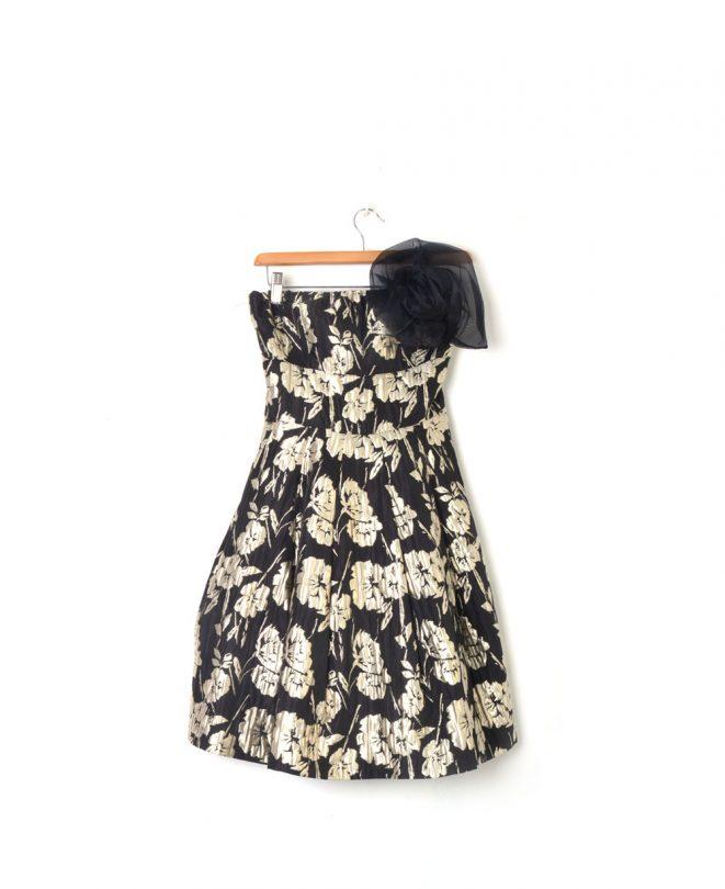 vestido negro dorado flores veneno en la piel