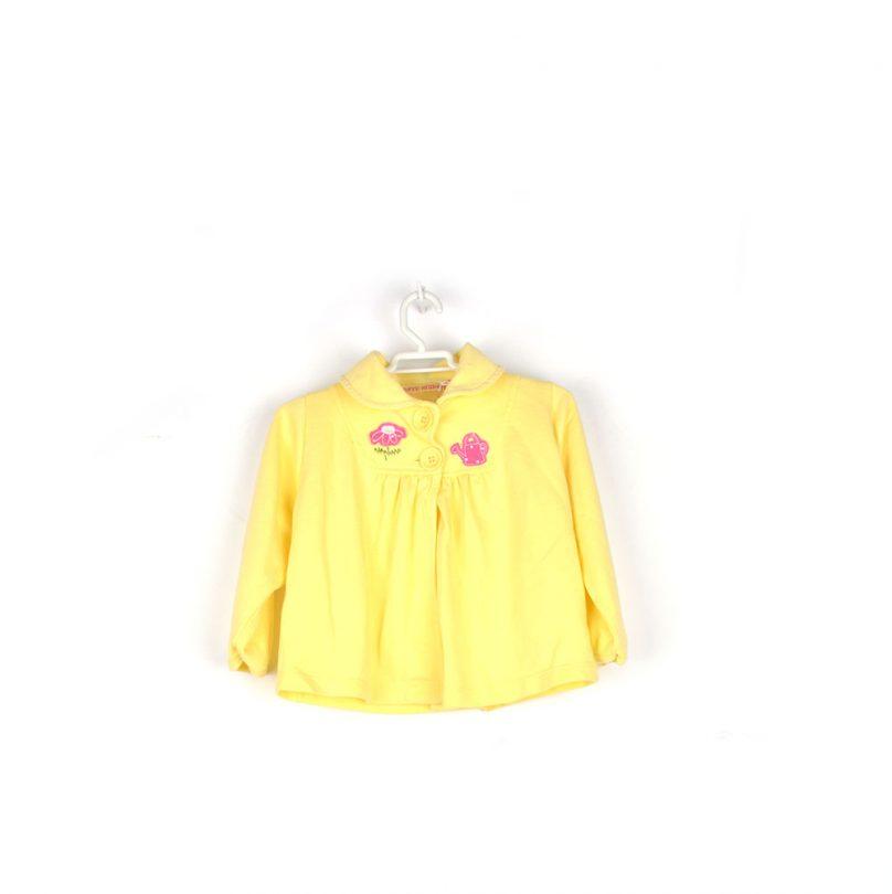chaqueta amarilla flor y regadera infantil frente