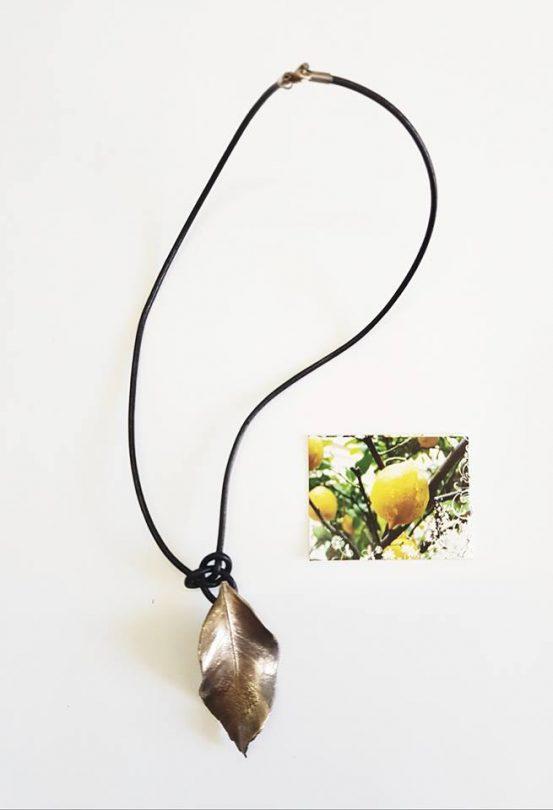 colgante plata limón cordón negro