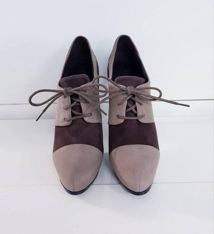 Zapatos tacon plataforma abotinados piel GUESS frente